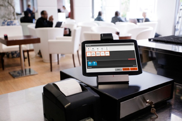 Máy in hóa đơn siêu thị cần được kết nối với máy tính để sử dụng