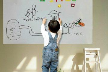 Một chiếc bảng từ trắng sẽ giúp bé học bảng chữ cái tại nhà tốt hơn
